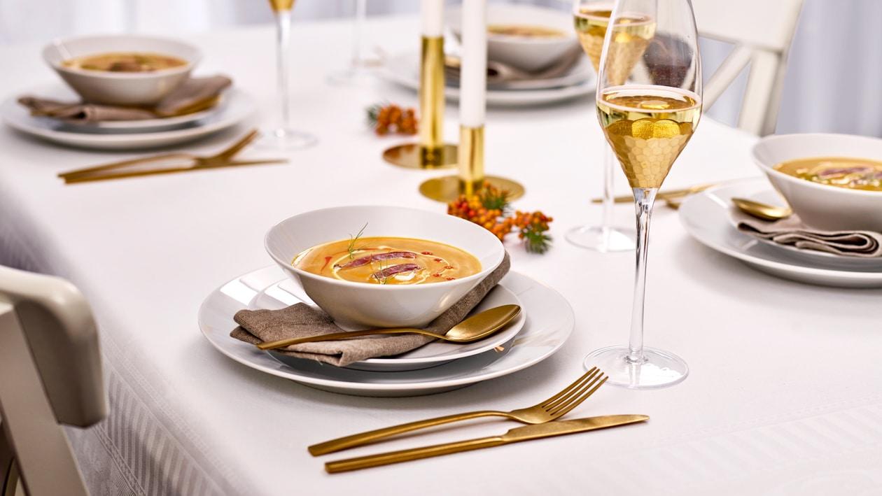 Soupe de courge hokkaïdo et nèfles au coeur de chevreuil mariné
