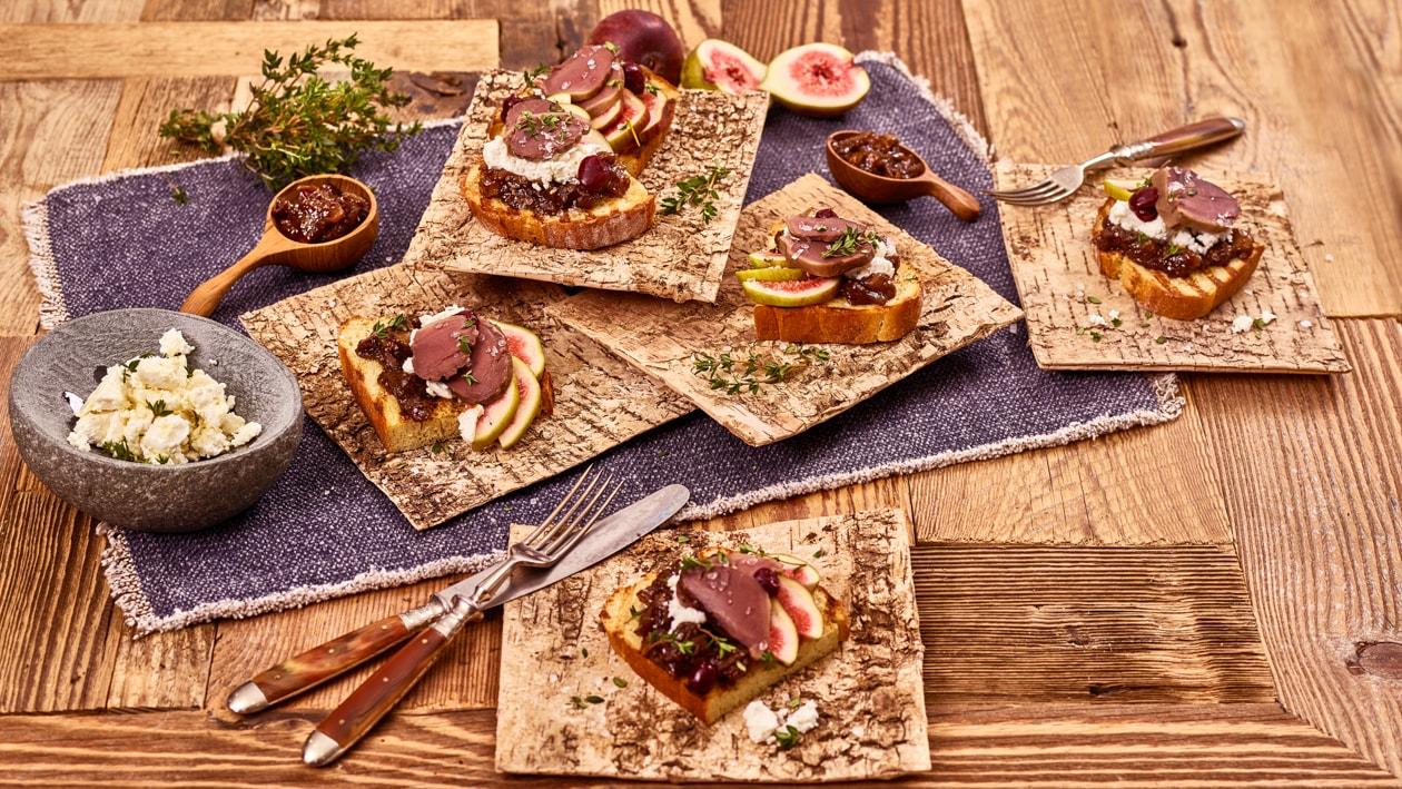 Bruschetta d'estomac de canard à la confiture de figues et fromage de chèvre