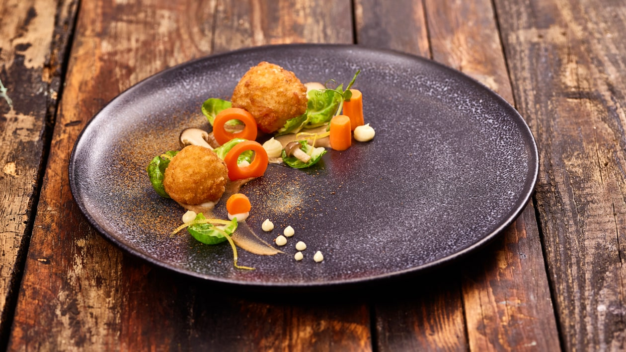 Arancini véganes aux champignons et salade de germes de chou