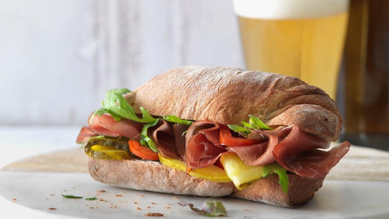 Sandwich au jambon et cornichon