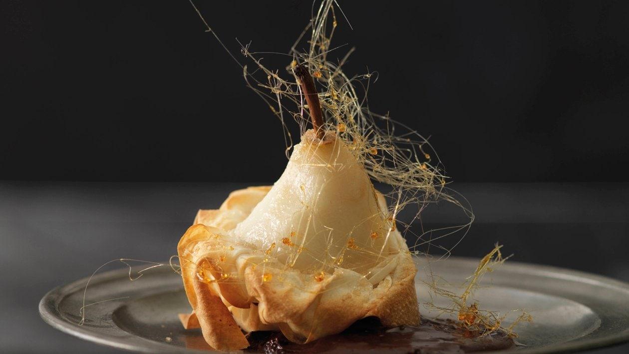 Poire au four en manteau de pâte à strudel et crème au chocolat