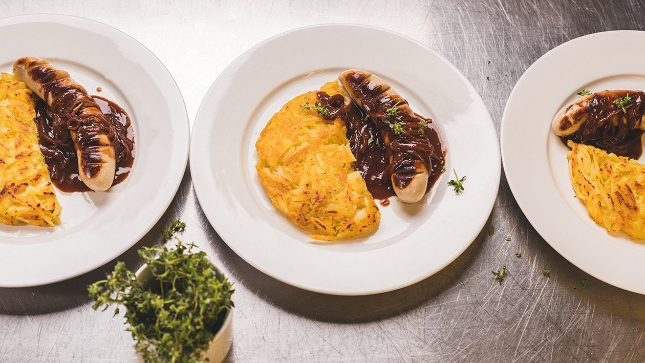 Saucisse de veau, sauce à l'oignon et rösti pour grande quantité
