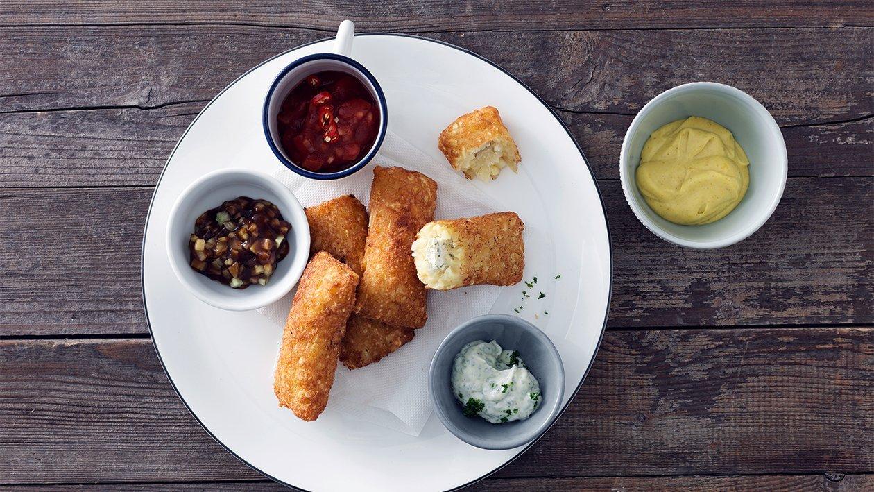 Délices de rösti farci au fromage frais et aux herbes servi avec des dips