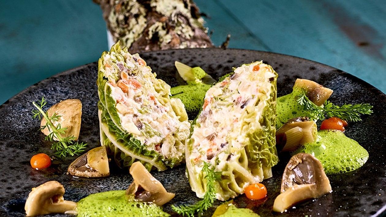 Roulade de chou vert à la Ricotta, champignons sautés et gelée de carottes