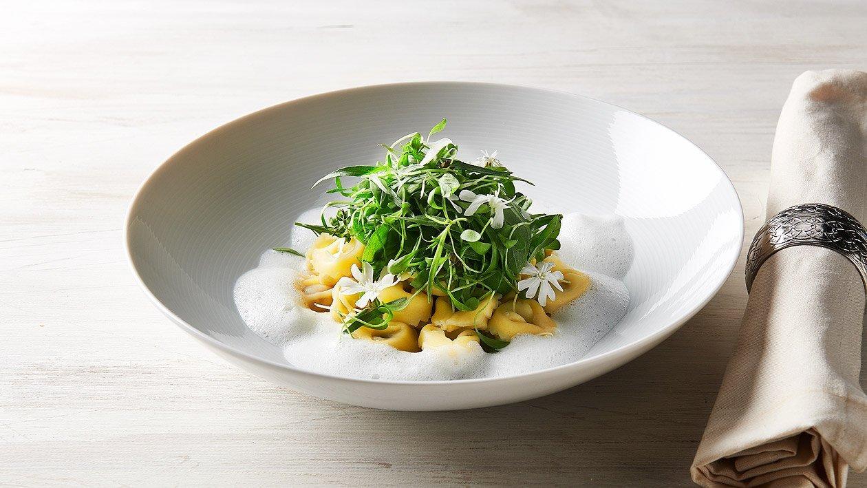Tortellini au fromage et truffes, salade de chou