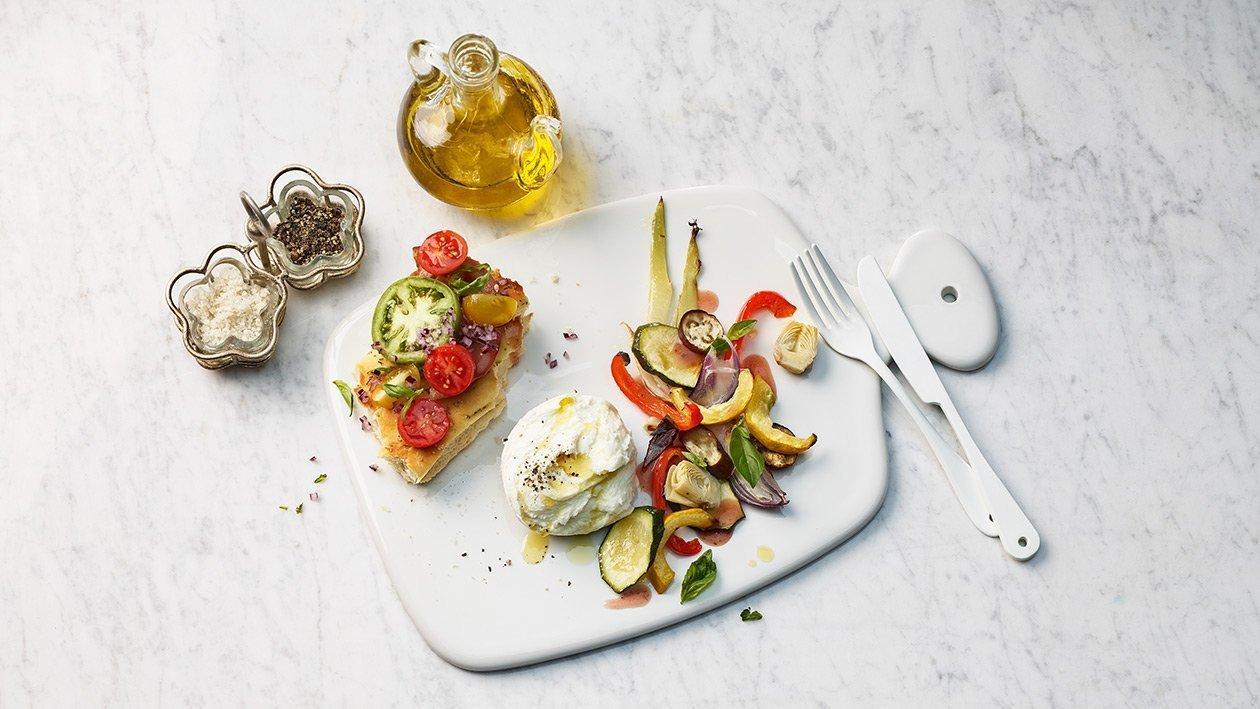 Salade tiède de légumes à l'italienne avec une burrata
