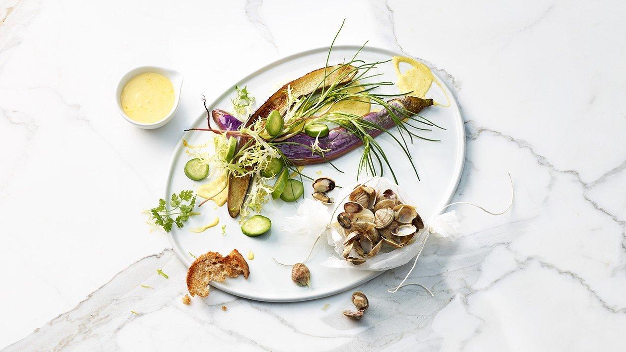 Salade d'aubergines thaï avec salicorne et moules