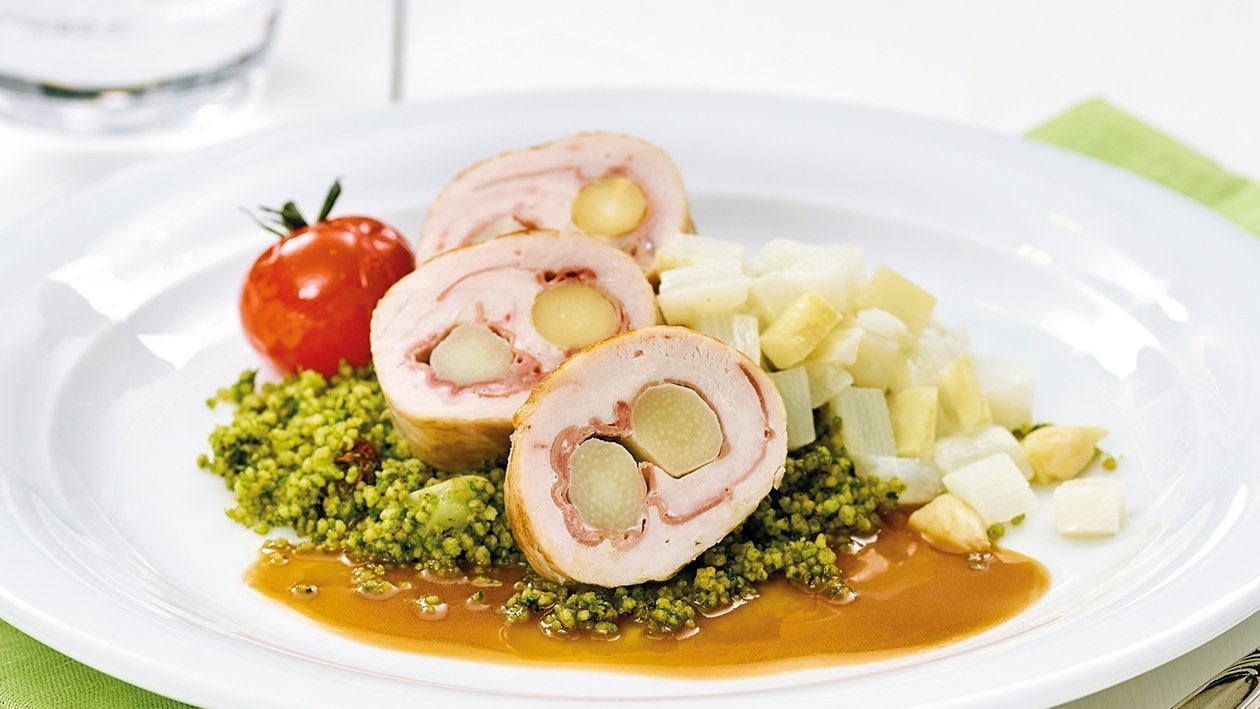 Paupiette de poulet farcie au jambon cru et asperges accompagné d'un couscous au persil