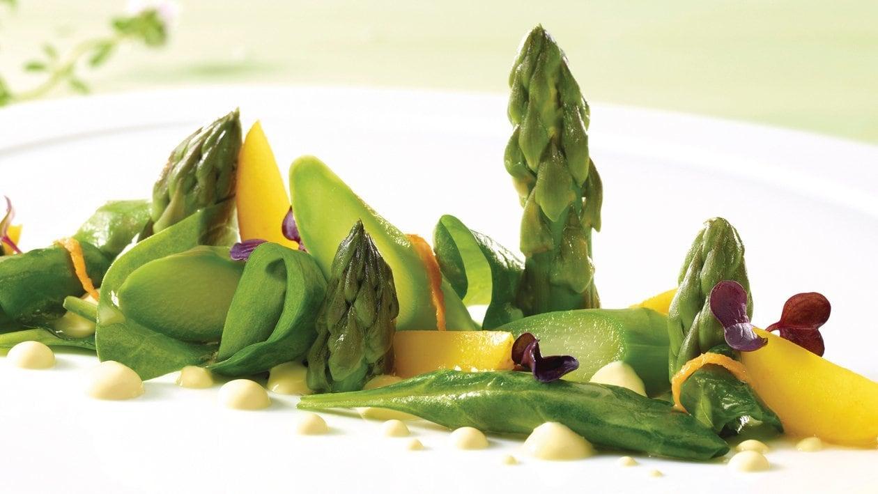 Asperges vertes aux épinards vanillés et hollandaise aux fleurs de sureau