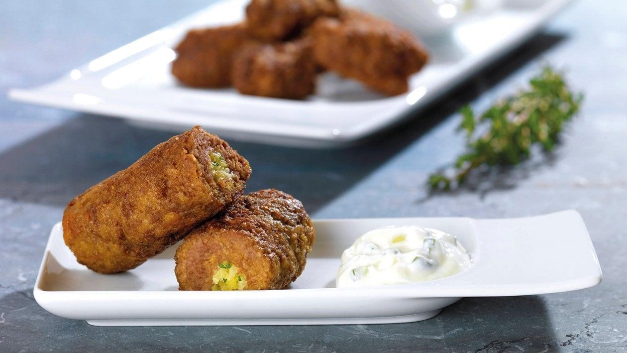 FF TG Paupiettes de viande hachée fourrées au chou et aux pommes de terre avec du tsatsiki crèmeux