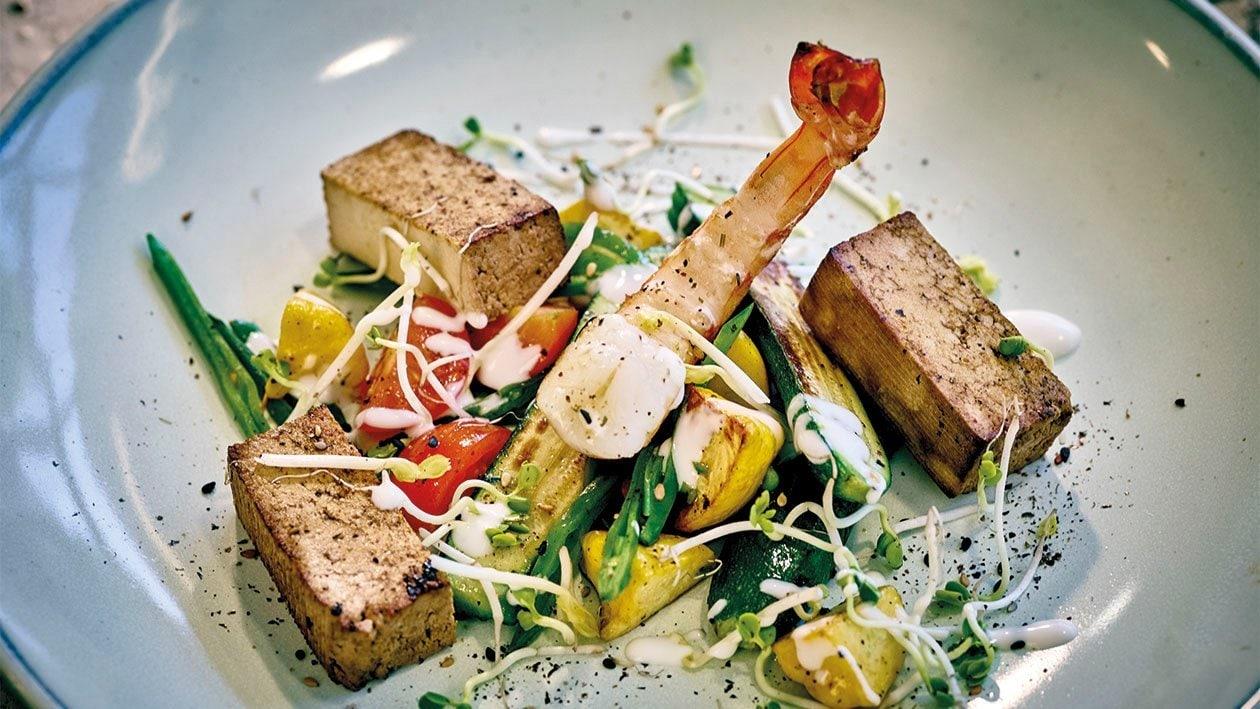Salade de légumes aux crevettes et tofu