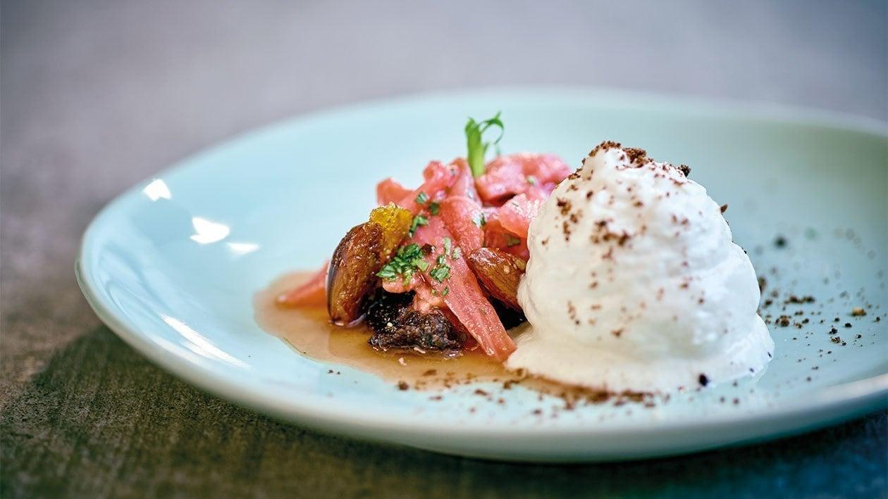 Compote de rhubarbe à l'estragon et crème aux amandes