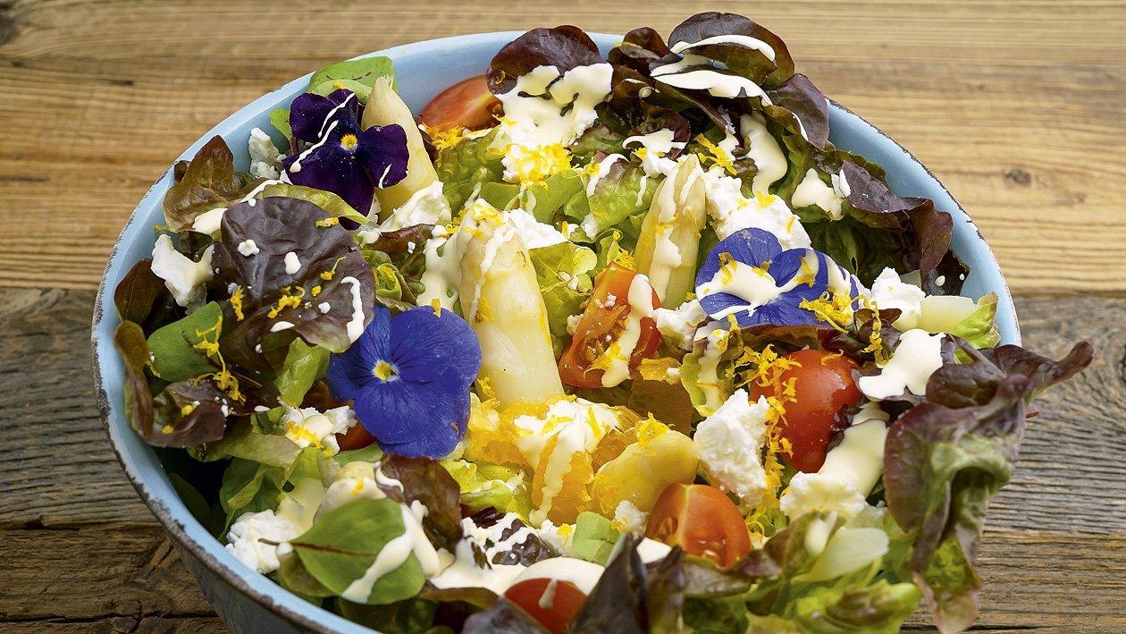 Salade d'asperges aux avocats et fromage de brebis